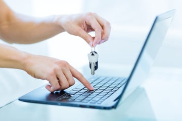 Close-up,Of,Male,Person's,Hands,Holding,Up,Keys,While,Typing